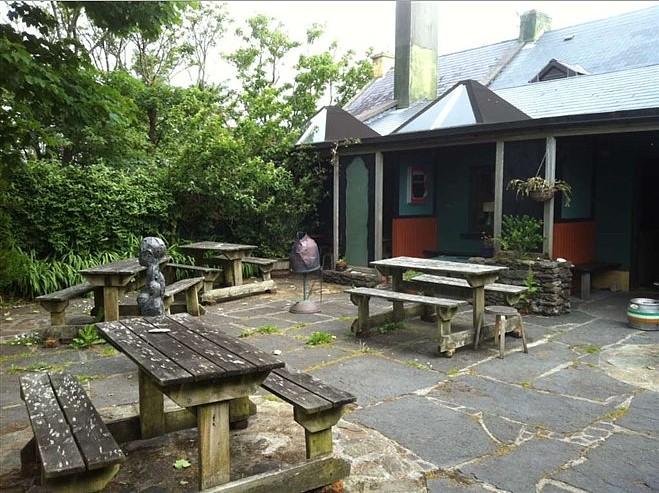 Tic Bhric Pub Beer Garden